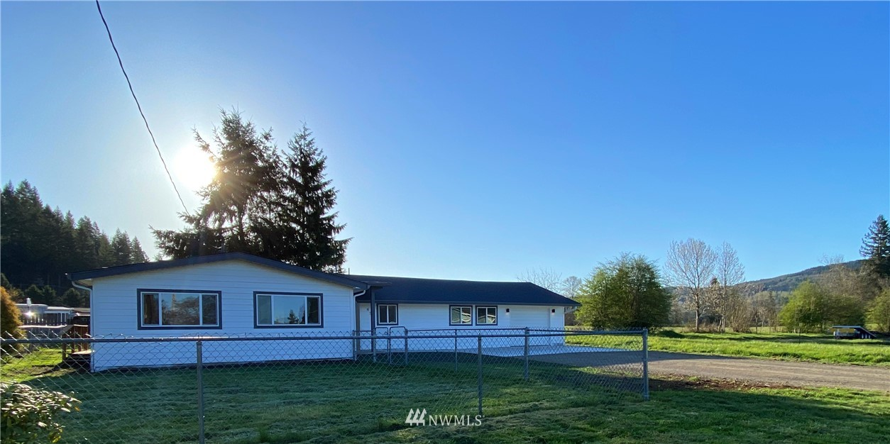 Close in, 2 plus bedrooms, bonus rooms and plenty of storage. Fenced yard, covered patio, room to make a recreation room for entertaining. Walk to store, post office and restaurants, close to Mossyrock Park! Check out the extra rooms!