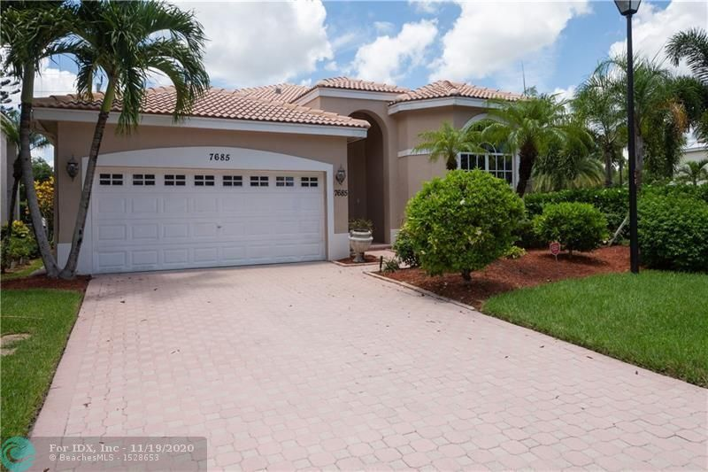 SPACIOUS SINGLE STORY CORNER HOME IN CYPRESS CAY.  PRICED TO SELL, PROPERTY WILL NOT LAST.WITHIN WALKING DISTANCE TO RIVERGLADES ELEMENTARY, WALKING TRAILS, AND THE PARKLAND TENNIS CENTER.  SPACIOUS SPLIT FLOOR PLAN.  4 BEDROOMS, 2 BATHS.  VOLUME CEILINGS WITH LIVING/DINING AND FAMILY ROOM.  2 CAR GARAGE, OPEN PATIO IN REAR OF HOME.