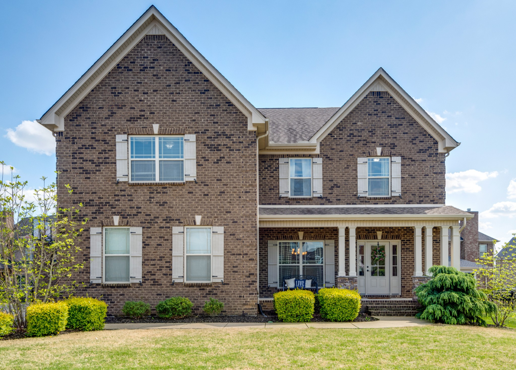 Welcome Home! Incredible Home on Cul-De-Sac in Benevento East.  Open concept eat in kitchen and formal dining. This home has 4 bedrooms plus a bonus room.  Features cozy covered porch off the kitchen so it is perfect for entertaining!
