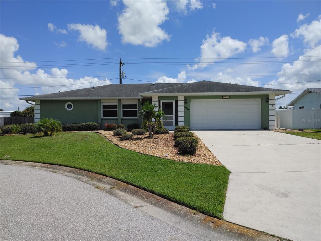 5729 Augusta Circle, Sarasota, FL 34238