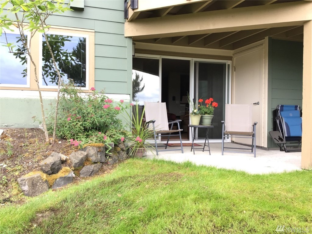 Beautiful condo living minutes away from Proctor District & Point Defiance and easy freeway access. Enjoy total piece of mind with 24/7 staffed security gate. Ground floor end unit with no unwanted stairs, This large 2 bedroom unit has been recently updated. Open your doors to the patio giving you extra space for outdoor living. The community club house allows you to take advantage of the outdoor pool, sauna, hot tub and kitchen for parties. The unit has 2 assign parking stalls.