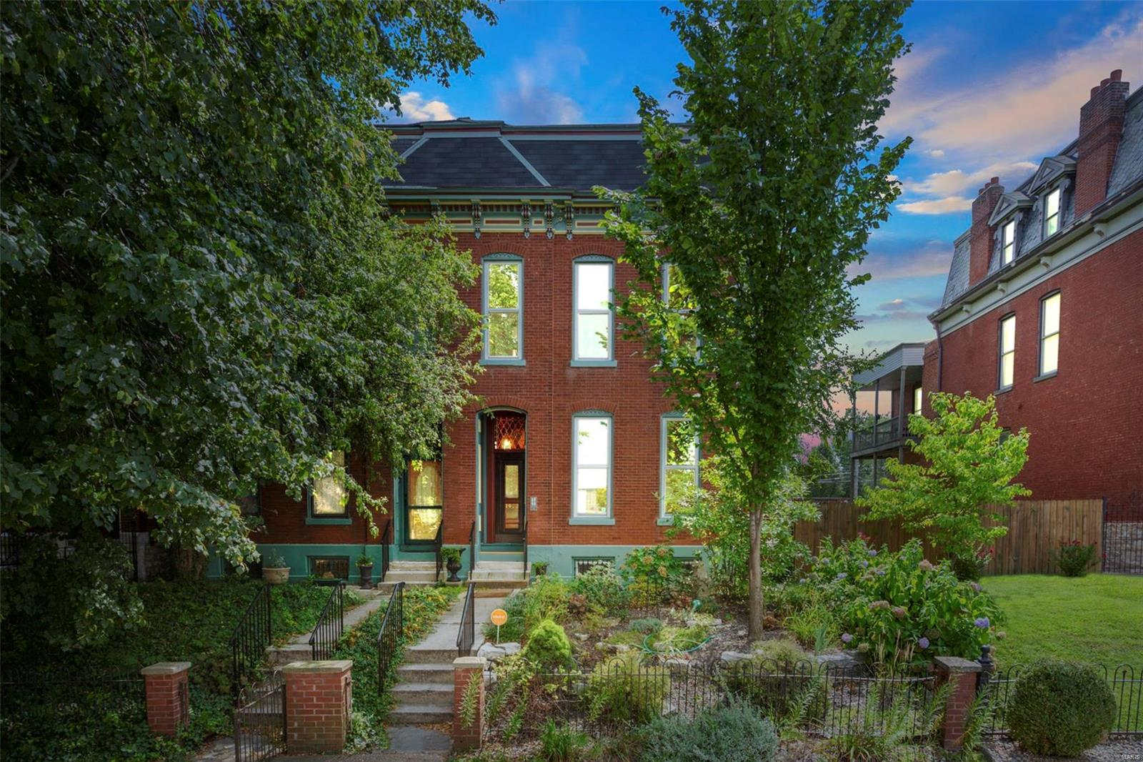 1902 Victor, St Louis, MO 63104