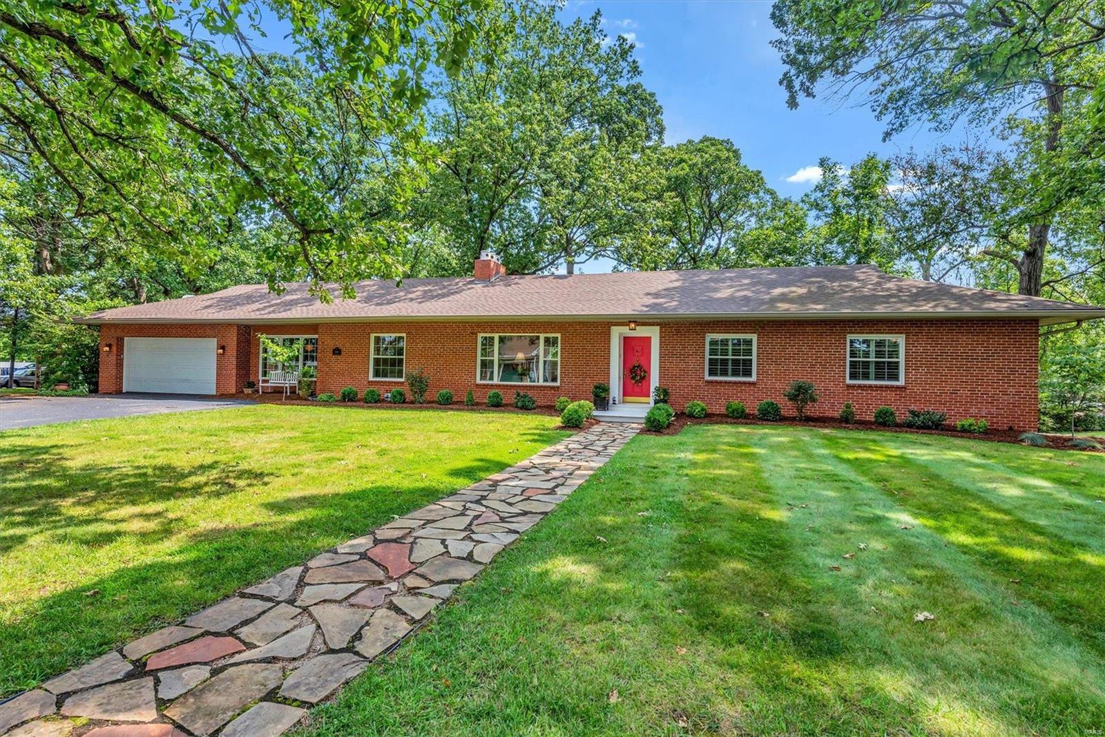 9100 Birch Tree Lane, Sunset Hills, MO 63126