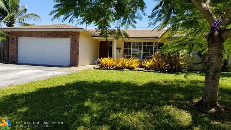 WHAT A GREAT STARTER HOME, MAKE THIS YOUR OWN WITH YOUR OWN UPDATES THIS IS ALSO A GREAT HOME FOR AN INVESTMENT. HUGE LOT. GREAT LOCATION.