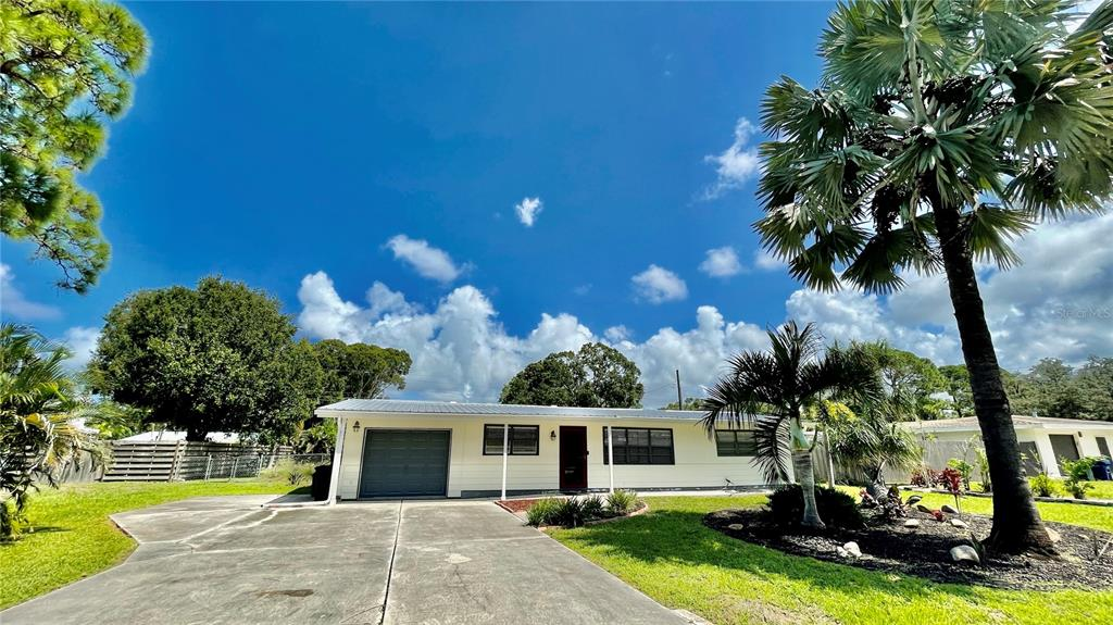 Amazing 5 bedroom single family home near Phillipe Creek Elementary and Riverview High. Two distinct living room/ family rooms. With a creative open floor, granite counters, and a putting green in the backyard this beauty won't last long.  The rear yard is huge, has a parking pad for a boat or RV and offers up all kinds of opportunities for either a pool, fire pit, bocce court or more!  Come and see it today.