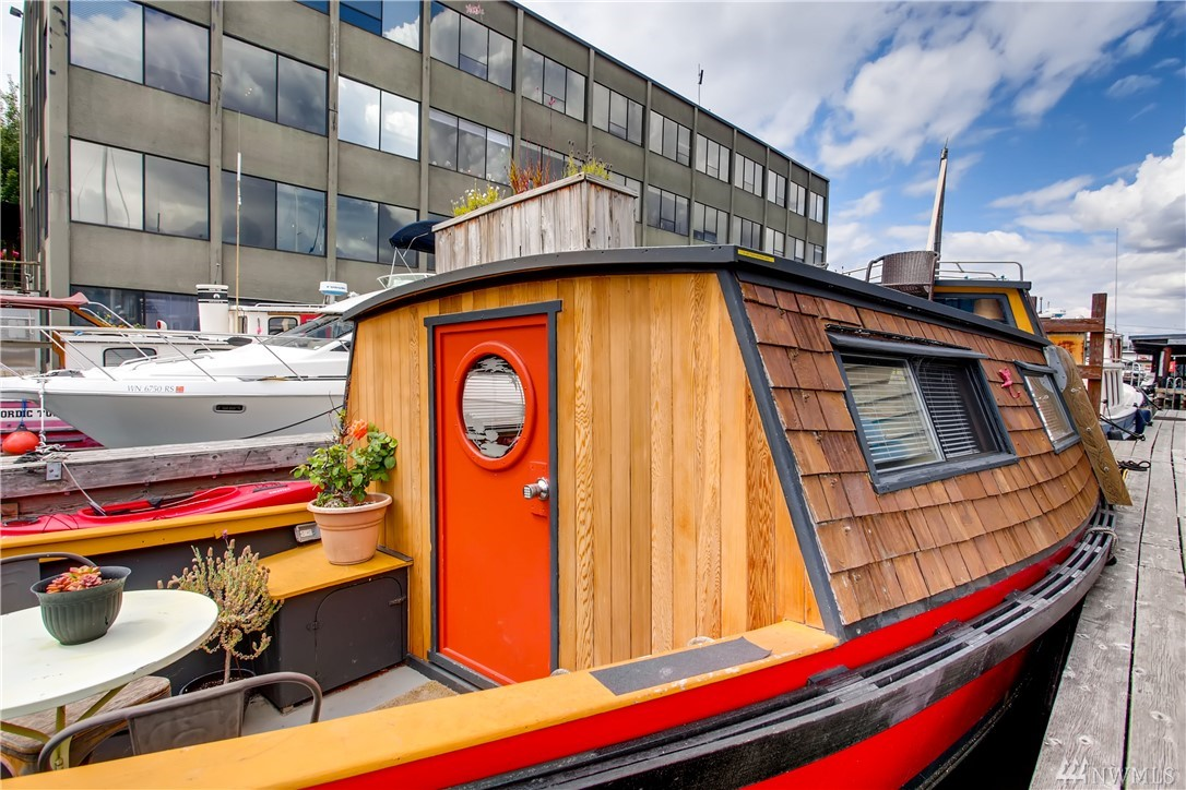 """Welcome aboard """"Turnip"""", one of Seattle's most unique and romantic houseboats (city approved FOWR #819) on Lake Union. Enjoy its wood interior, rooftop deck, and soaking tub. Kayak to the nearby Starbucks, watch the Duck Dodge sailing race, eat dinner on the deck, swim on the lake. Minutes from South Lake Union, Fremont, Queen Anne. Views of Space Needle & downtown. $1000/mo slip fee includes utilities, 1 yr lease, pets & 30+ days rentals allowed (AirBnB/VRBO is prohibited on Lake Union)."""