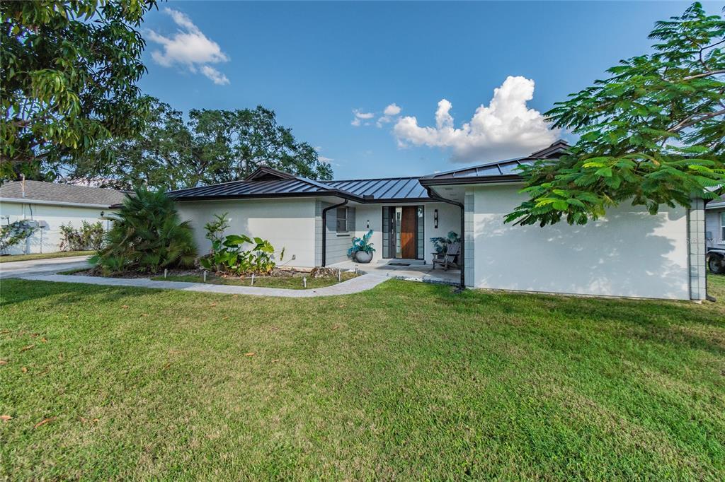 3915 Fontainebleau Drive, Tampa, FL 33634