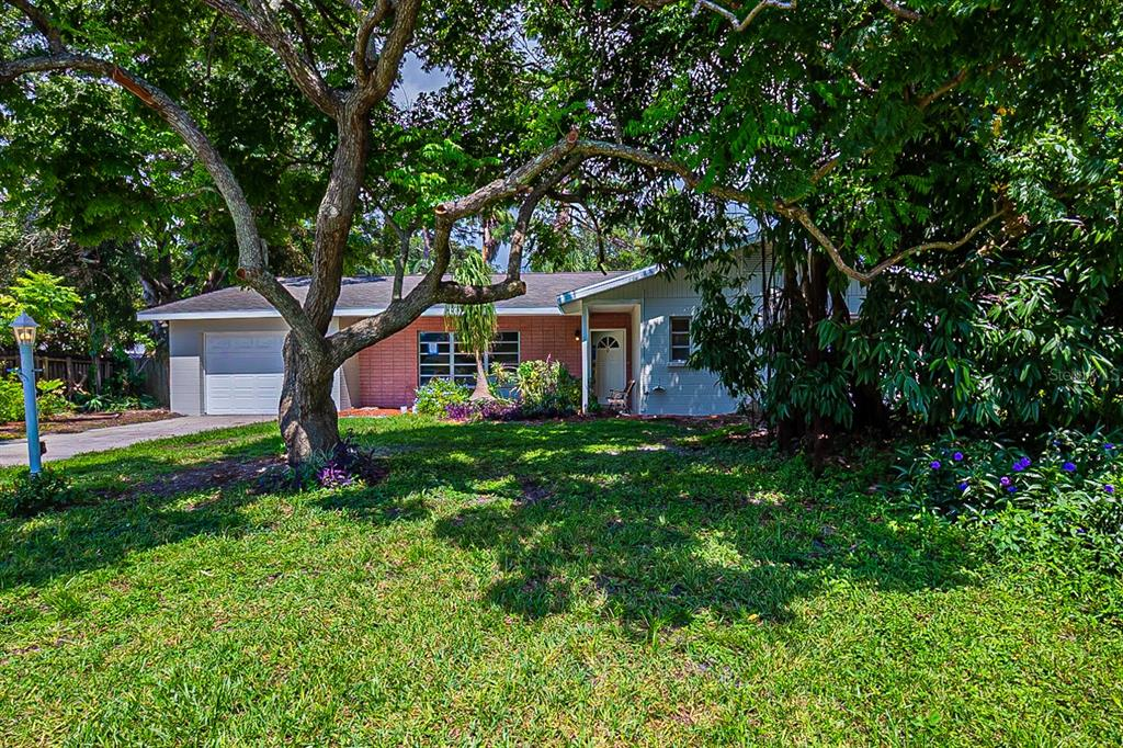 One or more photo(s) has been virtually staged. This Sarasota one-story home offers granite countertops, and a one-car garage.