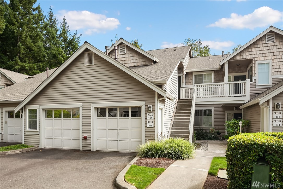 Beautifully maintained townhome-style, ground floor condo in the heart of Redmond! Enjoy your open & bright kitchen while looking through your plantation shutters to the trees outdoors. Very private and welcoming, this home features granite counters, glass tile backsplash, baker's counter, gas fireplace, hardwood floors, luxurious tiled bathrooms with walk in shower in master, custom cabinets in kitchen & lots of storage in garage . This is THE ONE!
