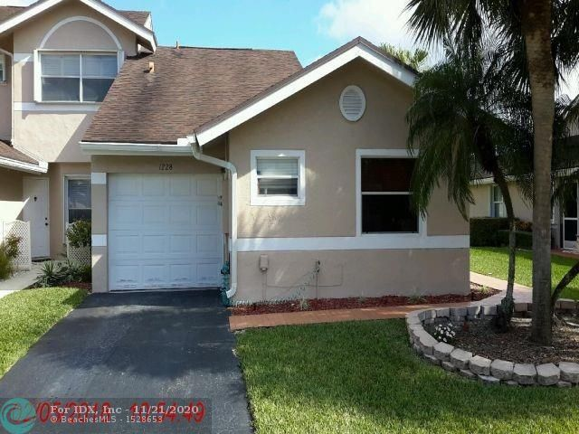Corner lot Villa 3/2, previously updated kitchen & baths, volume ceilings, open floor plan, travertine/wood laminate, 1 car garage, Washer & Dryer, oversize screened-in patio, water views. Low maintenance fee. Crystal Key Point offers, heated pool, spa, tennis, clubhouse. Minutes to beach, shopping entertainment & restaurants.