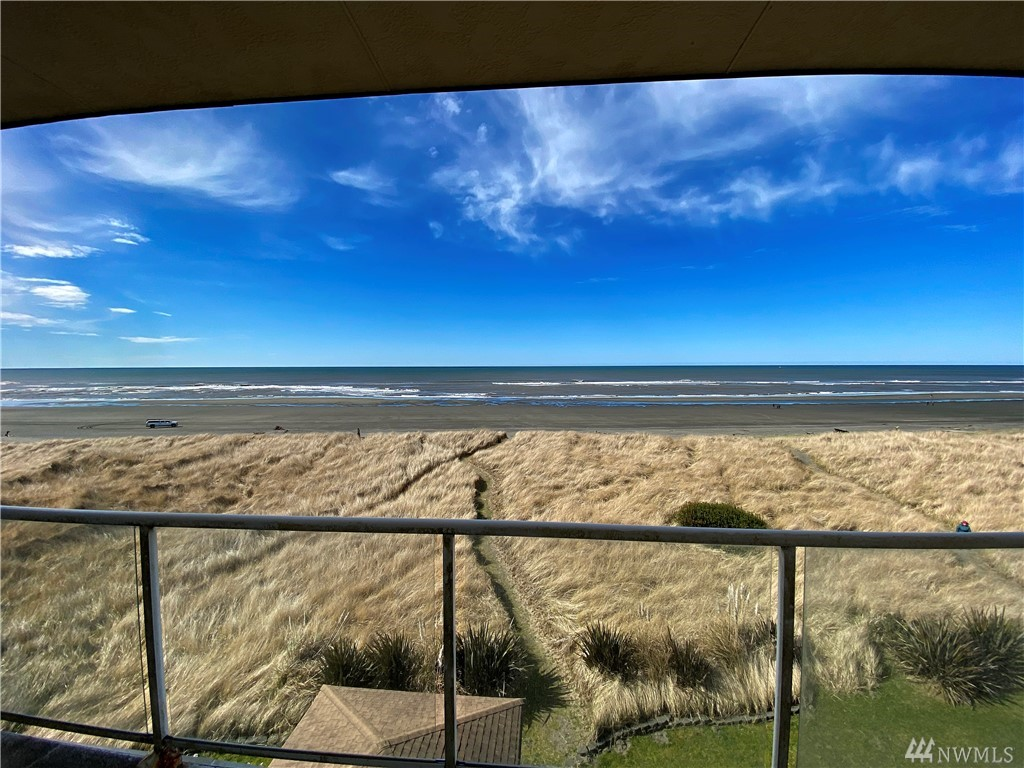 Beautiful fourth floor oceanfront condo with the best views in town. This awesome residence has elevator access, balcony, and a modern kitchen and bathroom with high ceilings and nice finishings. The location is excellent set on one of the best beaches on the coast of Washington with great surfing, fishing, and kite flying waiting to be enjoyed. Set on the sand dunes overlooking the water.