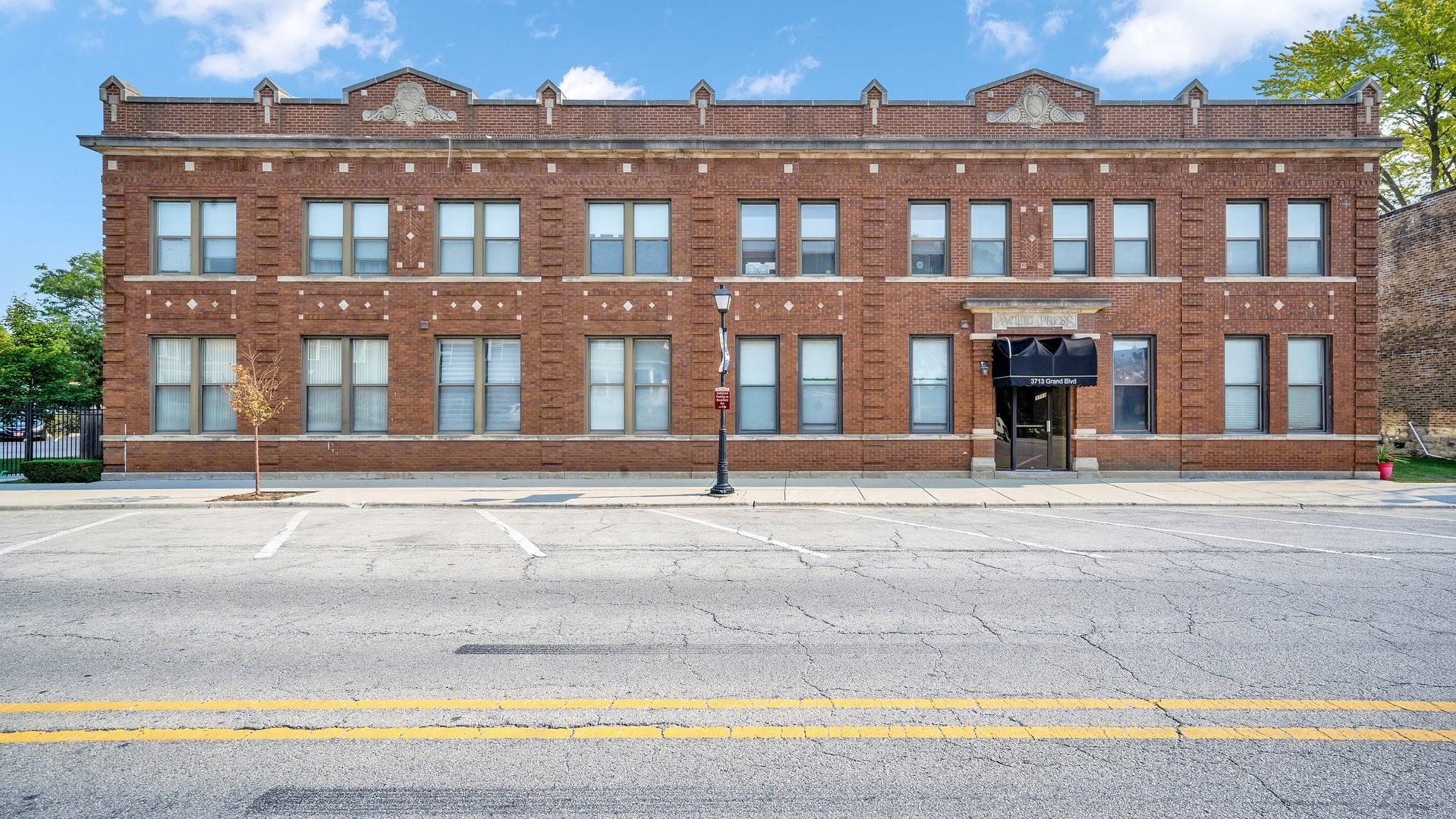 3713 Grand Boulevard 10, Brookfield, IL 60513