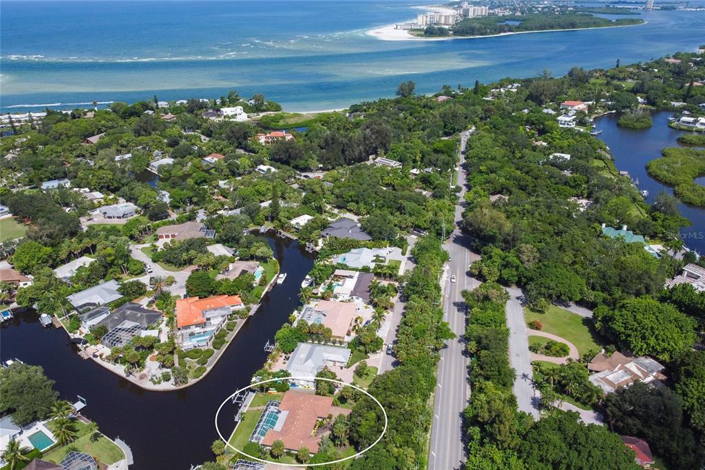 4526 Woodside Road, Sarasota, FL 34242
