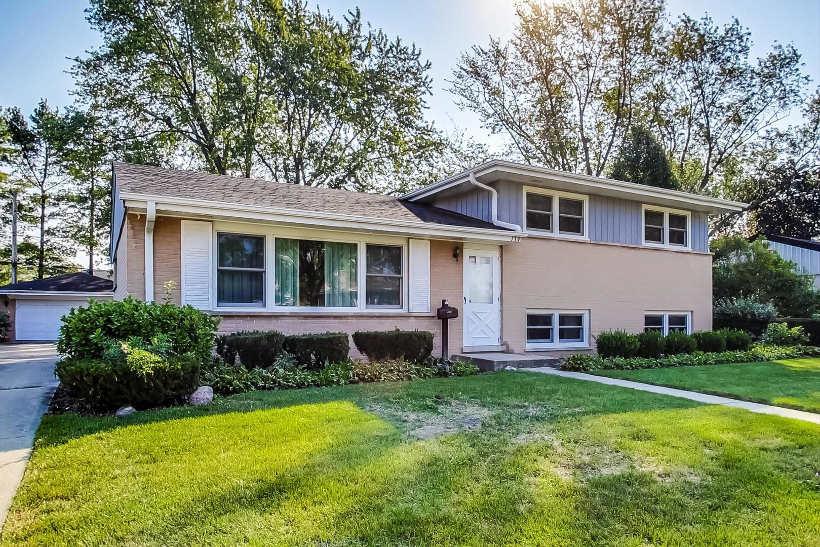 139 Michael Manor, Glenview, IL 60025