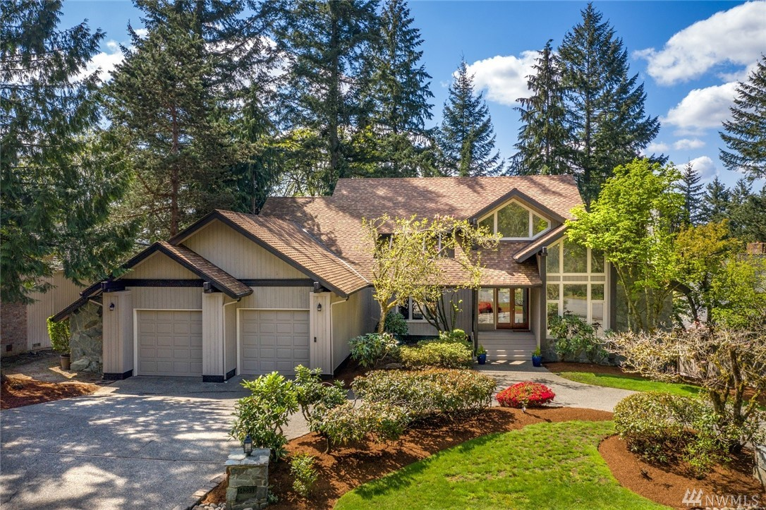 Gated & manned 24/7 Bear Creek Country Club. Resort style living. Rare 4,160sf custom craftsman/lodge home on one of the highest elevation lots in the community. Tall ceilings on all floors. Western golf course view decks on all levels. Enormous eat-in kitchen w/built-in & walk-in pantry. Family rm w/floor to ceiling custom fieldstone fireplace & chimney. Master suite w/2 private decks, his/hers walk-in closets. Rec. rm, Den, Extra finished/heated rm, Hobby rm. 220 wired. Close to Park.