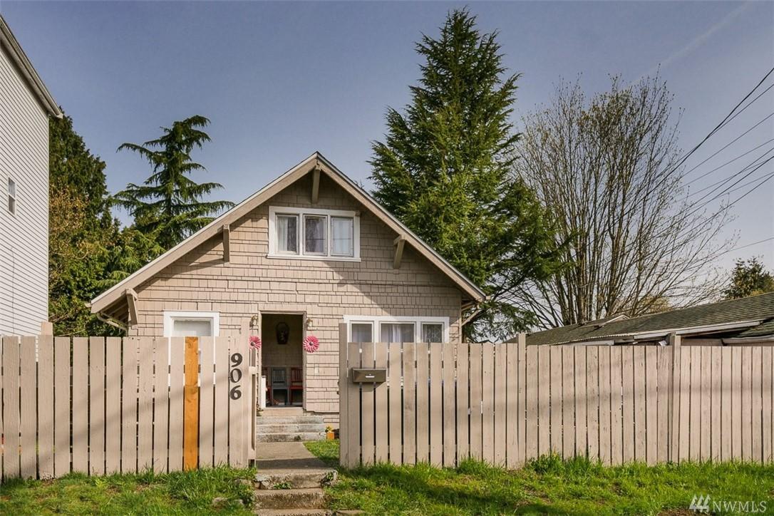906 SW Kenyon St, Seattle, WA 98106