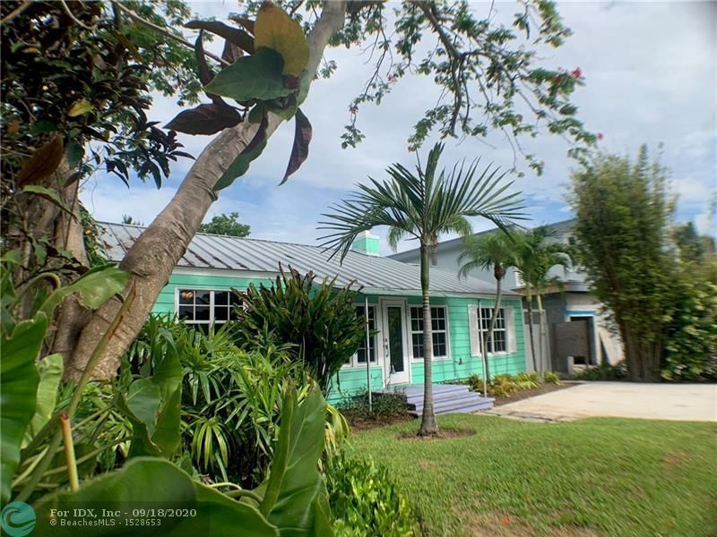 Victoria Park home. Well Maintained 3 bed 2 bath, lots of original character. Large backyard with mature landscaping, plenty of room for a pool. Walk to Las Olas or 5 minutes to the beach.