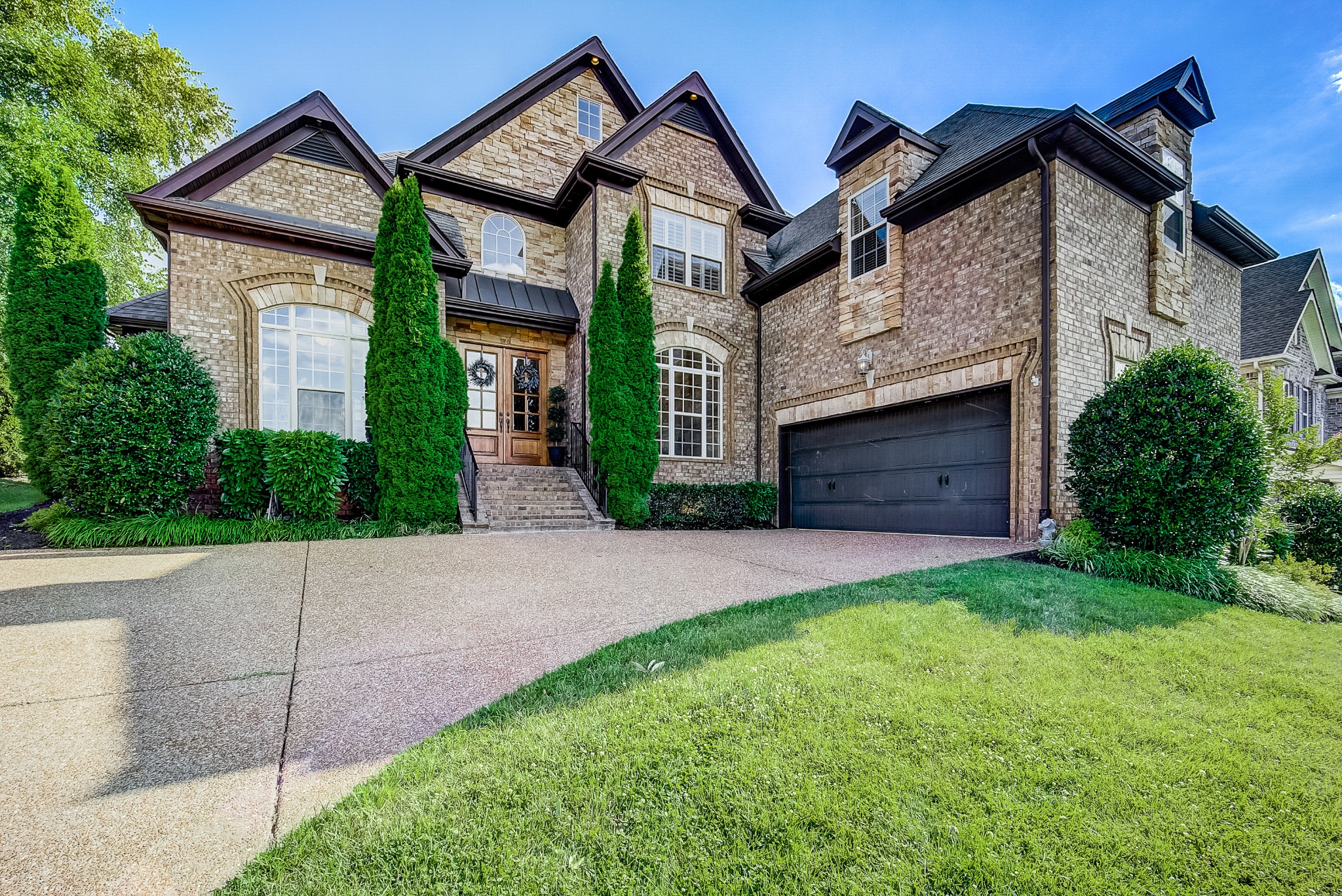 Meticulously maintained custom home with high-end finishes & architectural detail throughout. Prime lot looking out over an expansive & open view. 2 beds on main, huge bonus & separate hobby room. Updated interiors & attention to detail are unmatched in this beautiful Brentwood home.