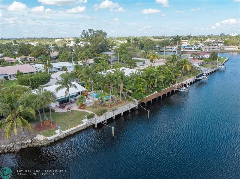 Come live the South Florida Lifestyle in this waterfront oasis. 90' of waterfront with amazing long Middle River views. Perfect for boating, paddle boarding & skiing. Peaceful resort style backyard. Fantastic neighborhood-walking  distance to Trader Joe's, Fresh Market & restaurants. Centrally located, minutes to downtown, beach, major highways & airport. One fixed bridge (10'/13'). Ready for your personal touches.
