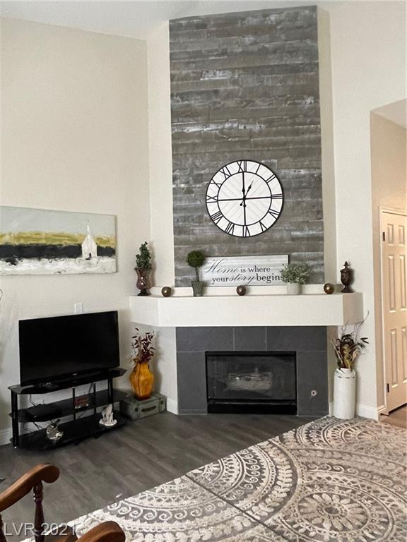 Beautiful fully remodeled condo on the upper-level.  This 2 bed/2 bath unit has it all... vaulted ceilings, granite countertops, new vinyl plank flooring, all new hardware/fixtures, updated bathrooms, amazing fireplace and ceiling fans in both bedrooms. Only 5 minutes from the strip and from the Allegiant stadium.  Don't miss out on this opportunity!