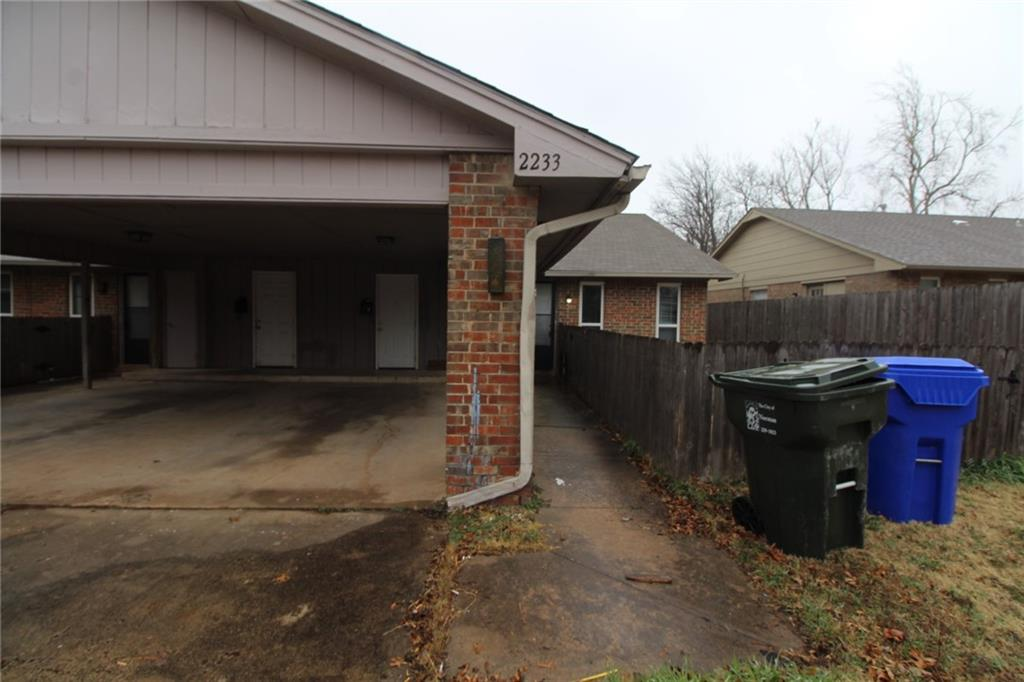 2 Bedroom 1 1/2 Bath duplex with covered parking close to Boyd View Park & Reaves Park. NO PETS!!!! Fenced yard, Central Heat & Air Conditioning with ceiling fans. Huge closets and spacious bedrooms. Laundry area equipped with Connections. Stove & Dishwasher supplied. Security deposit is equivalent to one month rent.