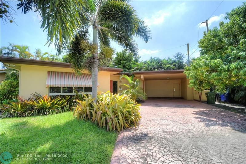 Charming 2/2 In the heart of Lauderdale by the Sea. Great Location! Excellent neighborhood house sits on quiet cul de sac. 2 blocks from the beach. Shopping and Restaurants are all nearby.