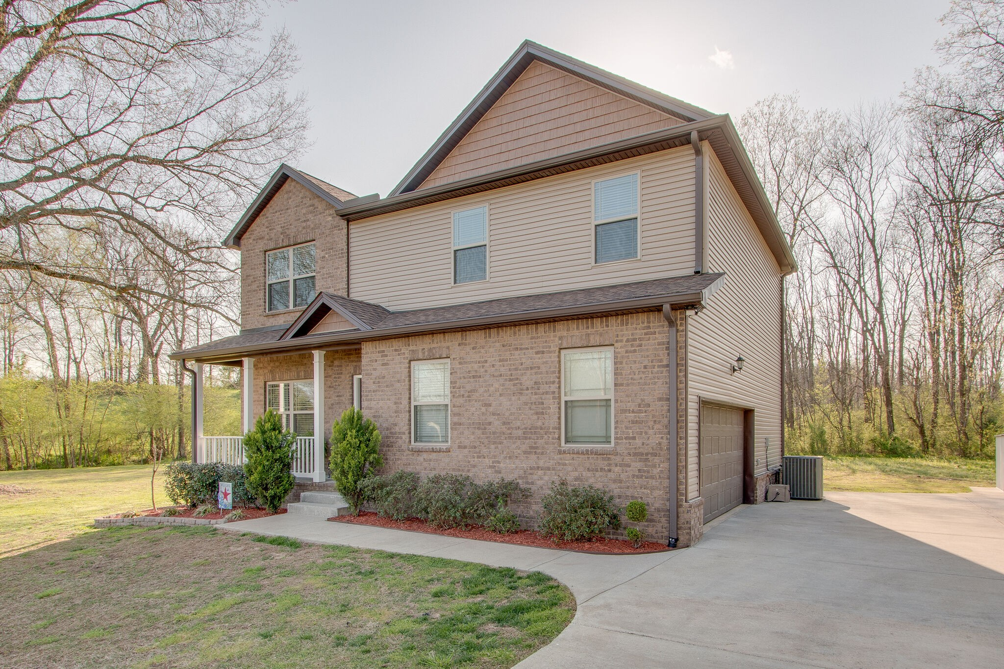 Wonderful 3 bedroom, 2 1/2 bath home with additional loft! Great location just 15 minutes from Columbia and .25 miles from Zion Academy. Granite counters, kitchen island and additional sunroom.