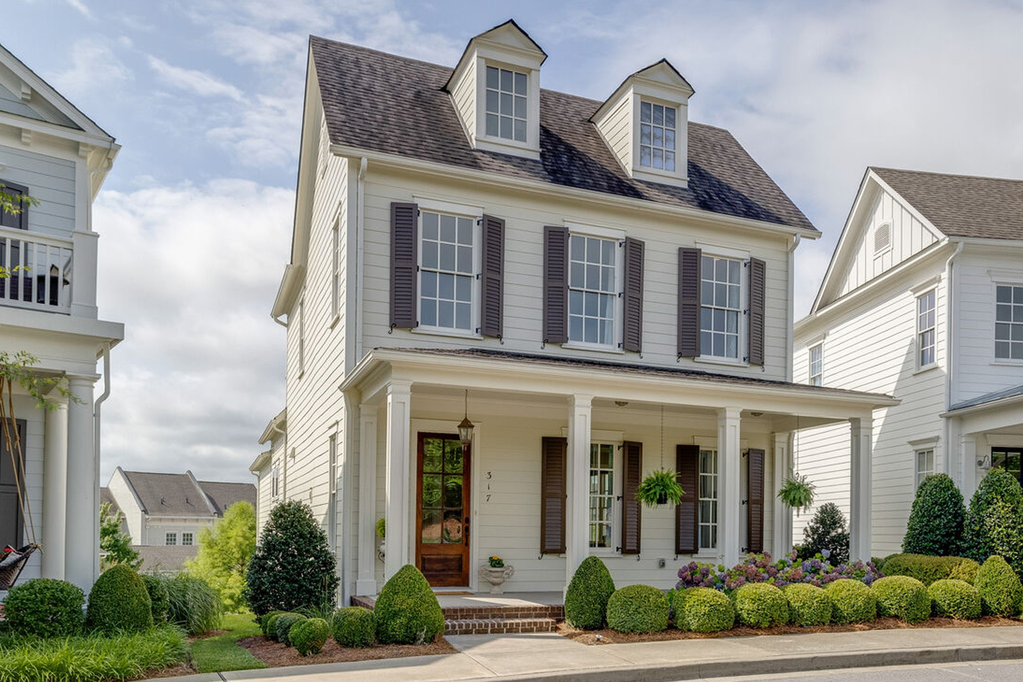 BERRY FARMS…Ford Custom Built Home*Open & bright w/ high-end finishes*Hdwds*10'ceilings*Gourmet kit w/granite, SS appl, walk-in pantry*LR w/gas FP & built-ins*Spacious Primary Ste on main w/2 closets*2nd Level: Large bonus Rm, 3 Bdrms, 2 Full Ba*Covered Porch & Patio*Garage storage or golf cart tandem*On cul-de-sac w/beautiful common area*Pristine*Move-in Ready*FIRST SHOWINGS Fri/ 7/16/21*OPEN HOUSE 7/18/21 2-4pm*OFFERS due noon 7/19/21.