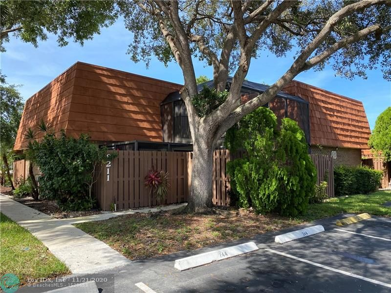 """WOW !!! (no association approval needed to purchase). THIS WILL NOT LAST...3 BEDROOM, 2.5 BATHS, RECENTLY REMODELED END UNIT WITH A LARGE SCREENED IN PATIO. WALKING DISTANCE TO """"A"""" RATED SCHOOLS,LOW HOA, 2 RESERVED PARKING SPACES IN FRONT OF THE UNIT,HURRICANE SHUTTERS, NEWER APPLIANCES,NEW FLOORING,FRESHLY PAINTED,PET FRIENDLY,EXTRA LARGE MASTER SUITE WITH HIS AND HER CLOSET,JACUZZI IN MASTER BATH,OPEN BALCONY,1 BEDROOM DOWNSTAIRS AND 2 UPSTAIRS,EXTRA STORAGE UNDER STAIRS. ASSOCIATION COVERS BASIC CABLE,ROOF MAINTENANCE,FENCE,EXTERIOR PAINT AND LAWN.A/C DUCTS CLEANED THIS MONTH. BASKETBALL,POOL,NEWLY RENOVATED PLAY GROUND AND BBQ AREA."""