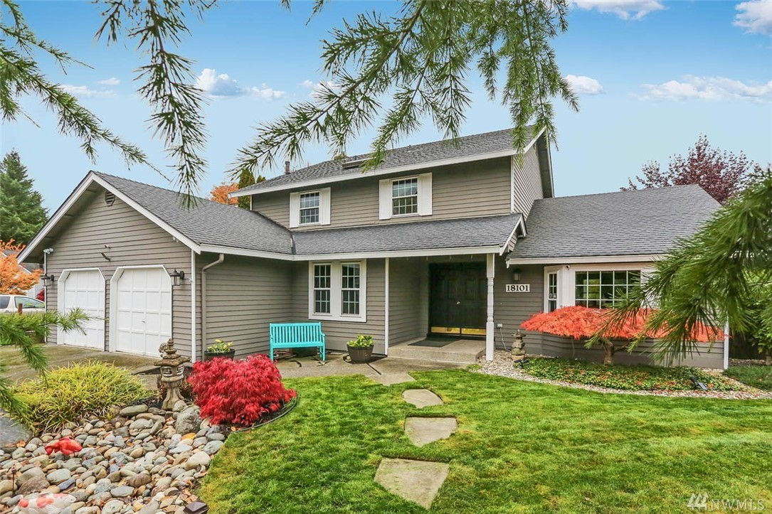 Welcome home to Carriagewood! This 4 bed/3ba home features a spacious living rm w/vaulted ceilings & a den/office on main. Open concept  connects kitchen, informal dining rm & family rm, entertainment sized patio & fully fenced yard. Kitchen features new flooring & countertops. Newly remodeled 1/2ba on main. Spacious master suite w/walk-in closet. 3 guest bedrms and full bath on upper level. Sought after neighborhood w/park around corner & commuter's dream location, major retail & business hubs.