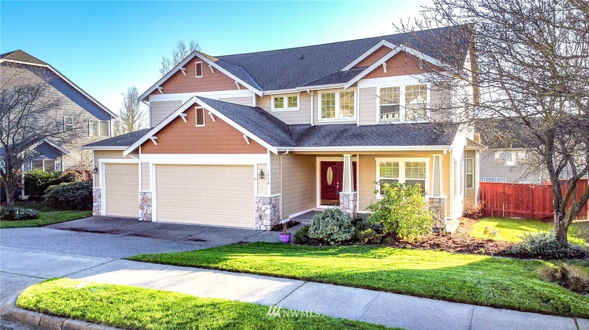 Welcome to the desirable gated Pointe Woodworth! Beautiful 5 bedroom w/ bonus room/6th bedroom, custom 2 story w/ 3201sqft w/ all the extras & upgrades. Feels like new construction w/Formal Living & Dining rm, Den/5th bedroom w/ 3/4 bath on main level. Fam rm w/gas fp, Open Kitchen w/ island, upgraded quartz counters, walk in pantry & all appliances stay. Laundry up, Master w/ ceiling fan & 5 pc bath w/ soaking tub. Many upgrades, extensive hardwood floors, white trim package & much more. Covered back porch/deck & large patio. Sweeping Territorial views. Beautifully landscaped & fenced yard w/ sprinkler sys.  3 Car Garage & New exterior paint! Community RV/Boat storage available.