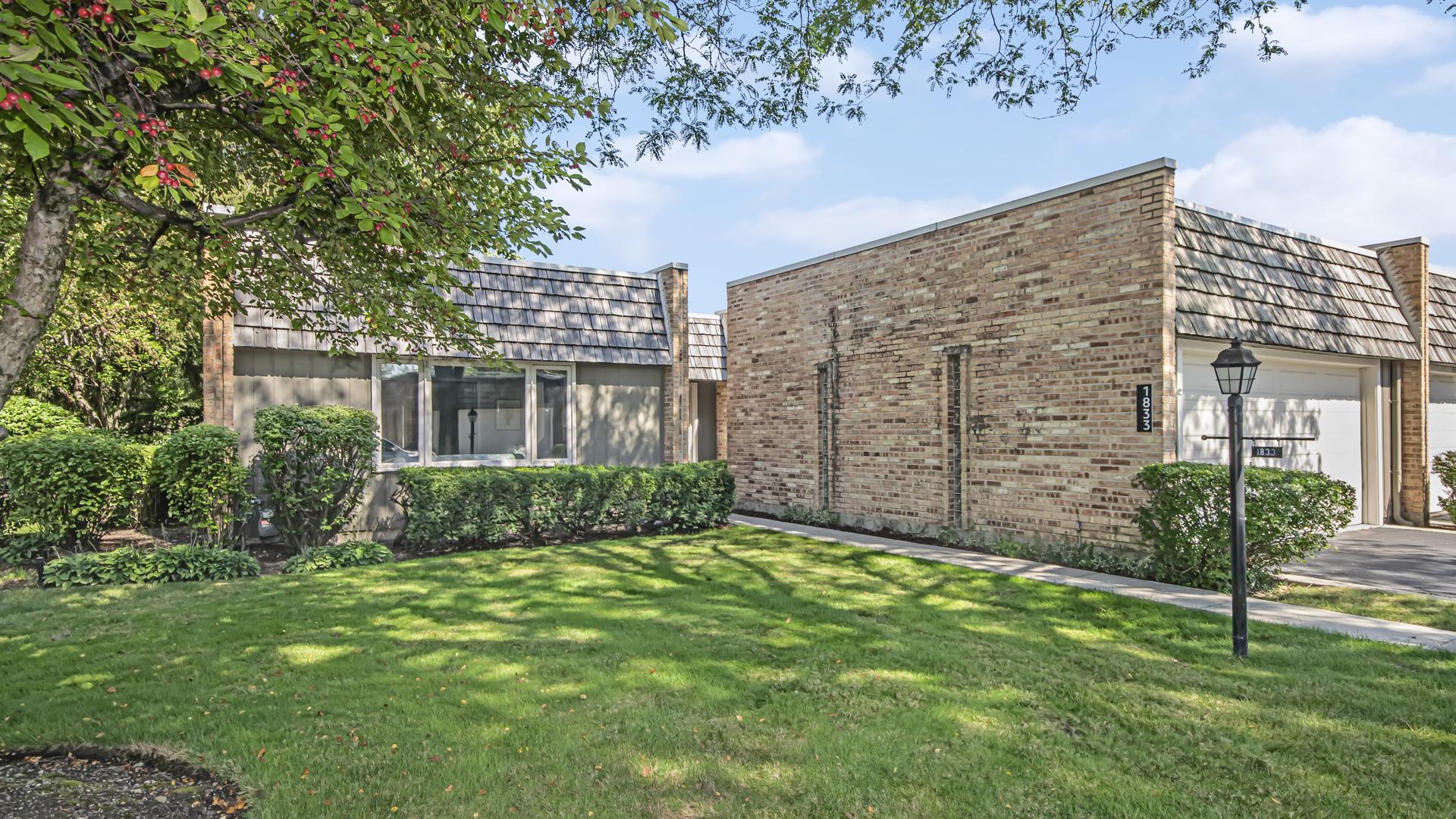 1833 Somerset Lane, Northbrook, IL 60062
