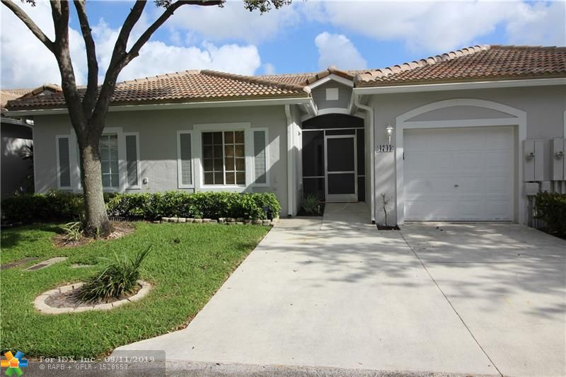 SPACIOUS 2 BEDROOM 2 BATH VILLA IN DEERFIELD BEACH.  1 CAR GARAGE. SCREENED IN PATIO. LOCATED IN A GATED COMMUNITY WITH GREAT AMENITIES WHICH INCLUDES A FITNESS CENTER, POOLS, TENNIS COURTS, BASKETBALL COURT, AND CLUBHOUSE. GREAT LOCATION CLOSE TO SAWGRASS EXPRESSWAY AND THE TURNPIKE.