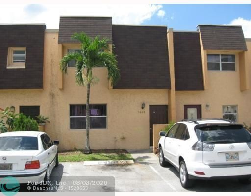 NOT AN REO, NOT A SHORT SALE. TENANT OCCUPIED. DO NOT DISTURB THE TENANT. ONCE WE HAVE AN OFFER IN HAND, WE CAN GET YOU IN TO SEE IT. LOVELY 2 BEDROOM, 1.5 BATHROOM TOWNHOME! GREAT FOR AN INVESTMENT PROPERTY OR OWNER OCCUPANT. CURRENTLY RENTED THROUGH 9/30/2020 FOR $1100 PER MONTH.