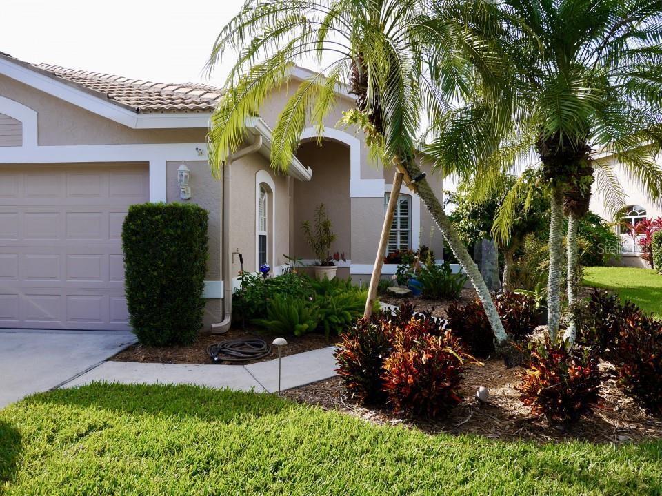 9456 Forest Hills Circle, Sarasota, FL 34238