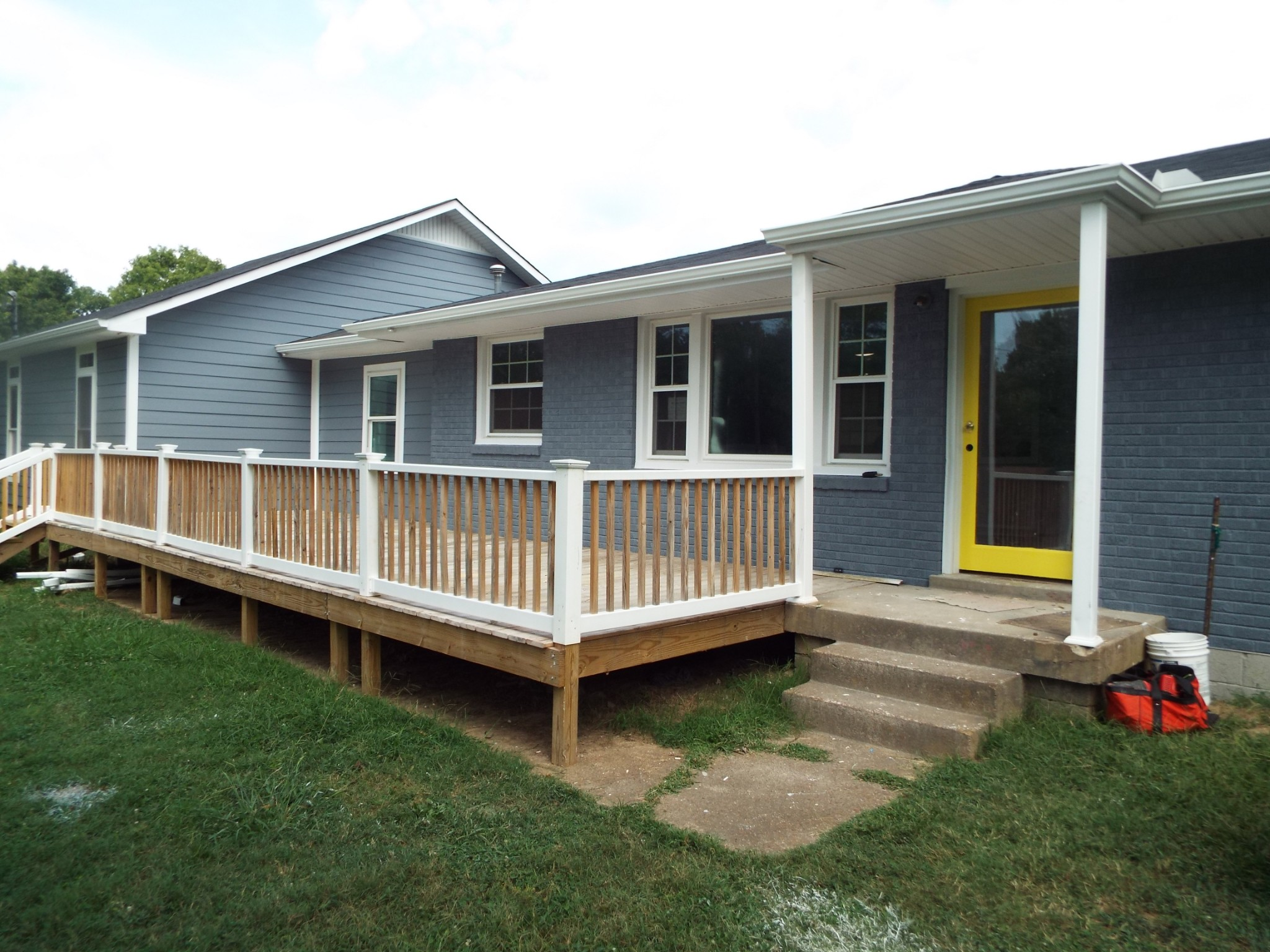 What a great house located just minutes from downtown. Newly renovated in Madison in a great neighborhood right off of I65. Don't wait this wont last long.