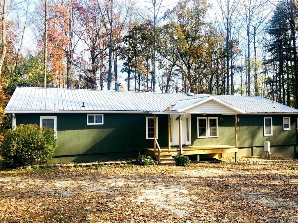 Perfect for investors or first time homebuyers.  This remodeled manufactured home is located at the end of the drive in a quite neighborhood.  The home is located conveniently between Hendersonville and Bat Cave.  The home also offers an open floor plan to include three bedrooms and three full baths and a bonus room.  ****Note Agent related to seller.****