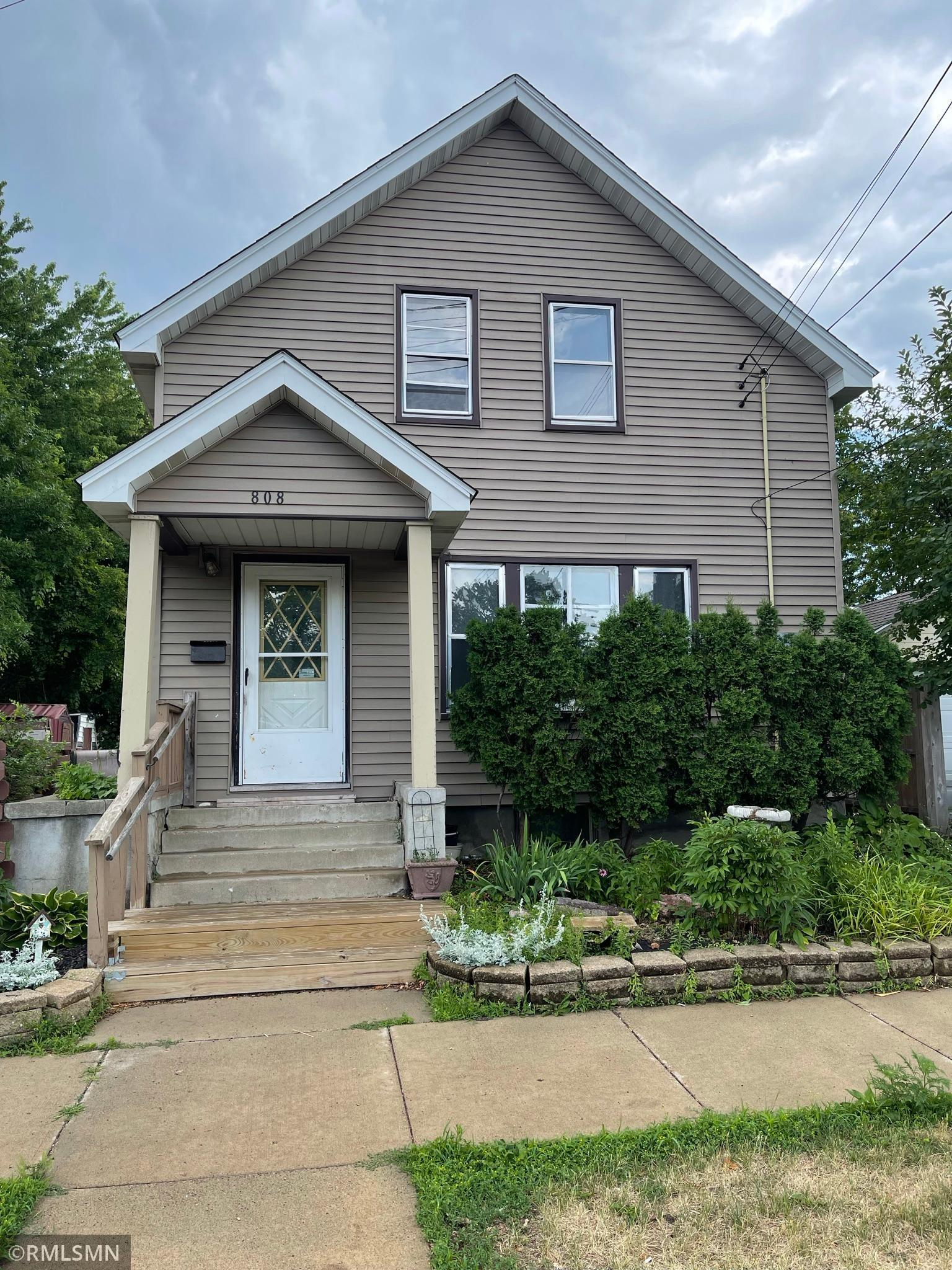 Turn this cute house into a charmer! Lots of potential!!