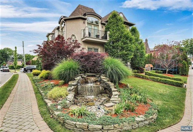 PROUDLY PRESENTING THIS STUNNING SHOWCASE ESTATE SITUATED ON A PRISTINE LANDSCAPED CORNER LOT IN THE SOUGHT AFTER BLUFF SECTION OF FORT LEE, NEW JERSEY! NO EXPENSE WAS SPARED IN BUILDING THIS CUSTOM DESIGNED HOME BOASTING MORE THAN 7000SF ON THREE LEVELS. FEATURES INCLUDE A SOARING GRAND ENTRY FOYER, IMPORTED ITALIAN STYLE KITCHEN WITH TOP OF THE LINE APPLIANCES, SPRAWLING LIVING / FORMAL DINING SPACE. ADDITIONAL FEATURES INCLUDE A LAVISH MASTER BEDROOM SUITE WITH EUROPEAN DESIGNED BATHROOM, SPACIOUS BEDRROMS EACH WITH PRIVATE BATHROOM, MEDIA ROOM, POOL TABLE ROOM, SAUNA, GUEST SUITES, CENTRAL HEAT/AC AND 2 CAR ATTACHED GARAGE. AMENTIES INCLUDE A PRIVATE FENCED READ YARD WITH HEATED, SALT WATER POOL AND SO MUCH MORE TO EXPLORE.