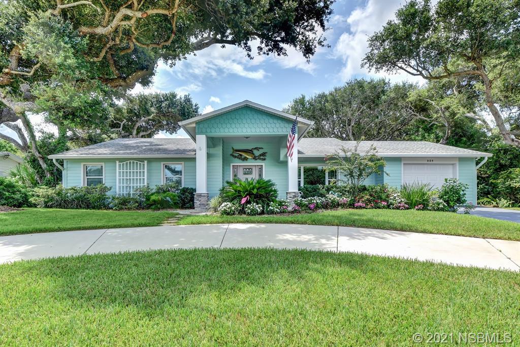 809 E 18th Avenue, New Smyrna Beach, FL 32169
