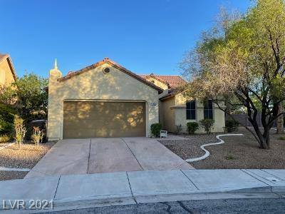 Open spacious single story floor plan in Anthem.  Easy access off Eastern. Large kitchen with lots of cabinets and kitchen island for entertaining.  Large spacious Bedroom with new vinyl and fresh paint.  A must see.