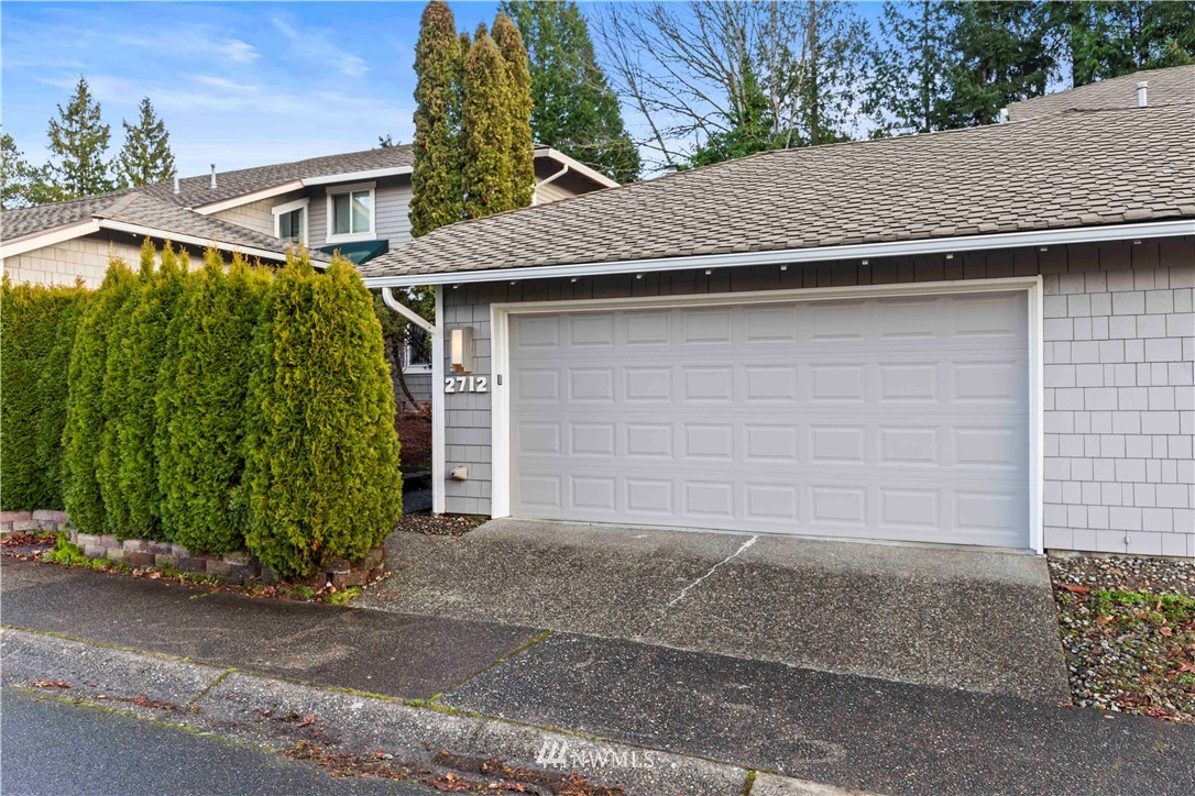 Rare opportunity for a rambler-style townhome 10 minutes close to Microsoft! Quiet community with many amenities including community pool, playground, tennis court, picnic area, clubhouse, and free RV parking. The home itself has a light and bright living room with large sliding door that leads to a private back deck. Open and updated kitchen with breakfast nook. Ample master bedroom with 3/4 bath and walk-in closet with built-ins. 2nd bedroom for home office or guests. New water heater in 2017 and most new appliances in 2018. 2-car garage also offers storage space. Near excellent Lake WA schools, Crossroads Bellevue and other shopping, Brae Burn Golf Course, Marymoor Park, Lake Sammamish, and Hwy 520 access for commuting.