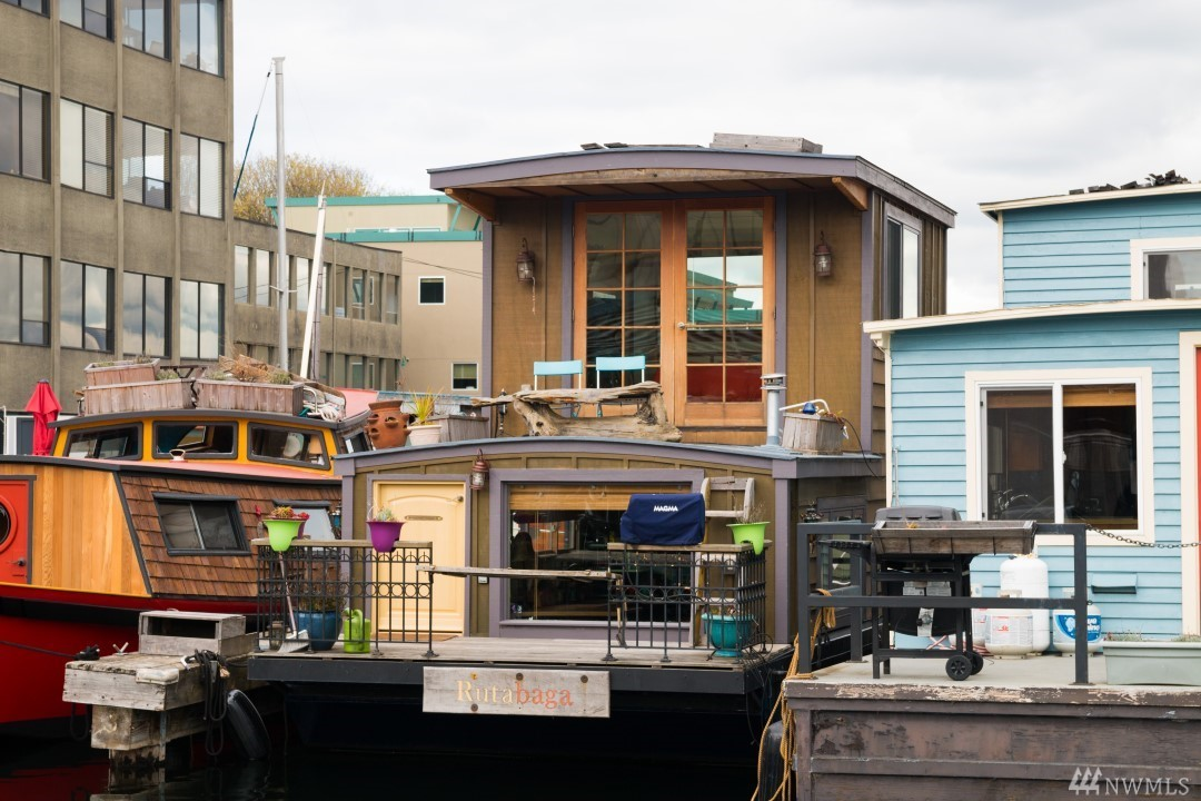Funky houseboat in South Lake Union-Great Investment!   Rutabaga has lots of character, and full amenities for a comfortable life on the water.  Views of downtown and lake panorama.  Located close to South Lake Union, tech scene, transit, bike trails.  Good and reasonable offers will be reviewed. Transferable moorage on annual lease. Long term renting is permitted