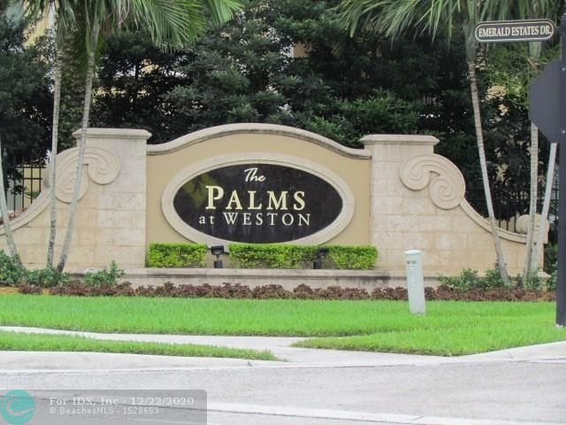 THE BEST PRICE IN THE BUILDING FOR A  HUGE UNIT!!!!LUXURY COMMUNITY, THE PALMS AT WESTON!!!! SPACIOUS OPEN FLOOR PLAN. 1 BED + DEN / 1.5 BATHS. GORGEOUS KITCHEN WITH WOOD CABINETS AND GRANITE COUNTER TOPS. THIS 55+PLUS.