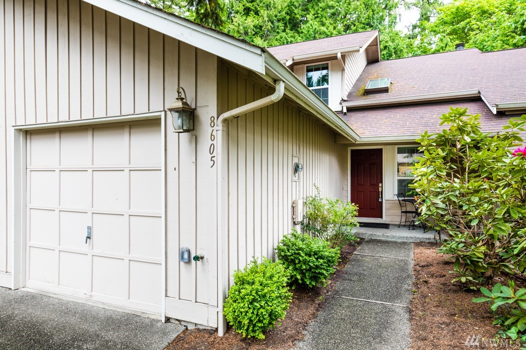 Cozy and delightful town home in the quiet community of Maplebrook Lane. The floor plan of the main living area is nice and open. Both bedrooms are upstairs. Spacious master bedroom with vaulted ceilings and 2 closets. Partially fenced deck backs to greenbelt for entertaining in privacy. Play all day at the community park or coast on over to Redmond Town Center. Very short drive to Microsoft campus. Convenient access to I-405 & Highway 520 for commuting. Get this one before it's gone!