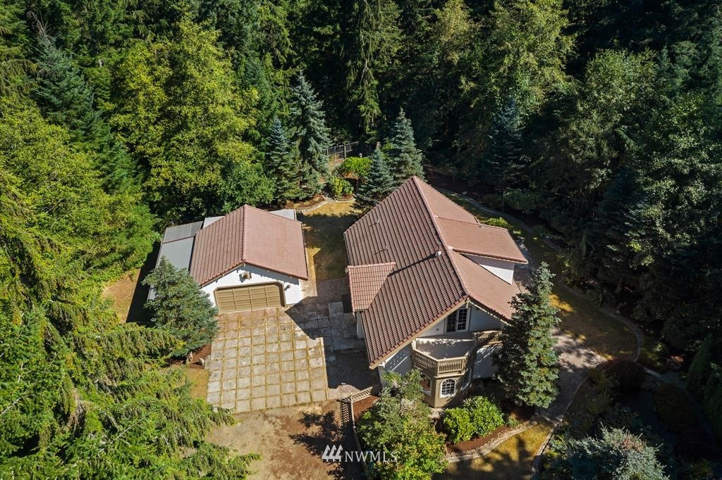 One of a kind home hidden amongst the PNW trees. Tucked back at the end of a private cul de sac, surrounded by nature's best for ultimate privacy on 2.5 acres boasting of mature gardens, greenery, lily pad pond and more. Master on main floor and feels like home with a wood stove to make even the chilliest nw nights warm and cozy. Close proximity to Banner Forest park, known for horseback riding, biking and hiking. 4.3 miles/ 9 minutes to Southworth Ferry Terminal & future Fast Ferry to Seattle