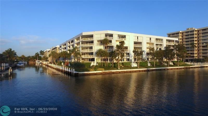 Direct Intracoastal views and lifestyle living in this southeast corner townhouse with two huge deep covered and functional terraces ideal for entertaining. The 2.5 car + storage private garage within the building's parking garage is unlike any in town. Dockage is available for up to 50' boat. The great room, kitchen and all 3 bedrooms are bright and overlook the waterway. Kitchen has updated granite countertops, cabinets, a brand new stainless counter-depth refrigerator and has a large island and pantry. The laundry room is very large with a utility sink. In addition to three bedrooms on one level, there's also a flexible-use loft space. Other features: wet bar, elevator, foyer, abundant storage, downstairs den and storage. Intracoastal 31 is one of Fort Lauderdale's best-kept secrets.