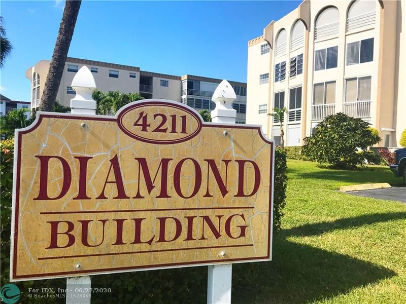 This immaculately presented condo is set amongst manicured grounds within a private and secure complex. As a resident you will have access to lifestyle amenities including a pool, gymnasium, tennis, billiards room and library. The floor plan incorporates 2 bedrooms, the main with an ensuite, modern kitchen with quality appliances, luxurious bathroom and a spacious living/dining area. The generously proportioned interior flows effortlessly from the open-plan living space to the private covered balcony from which you can admire the views of the garden and beyond. This is a 55+ community / No Renting 1st Year of Ownership. With its warm sense of community, and only moments to shops, eateries and transport this home provides all the elements for relaxing, comfortable and easy-care living.