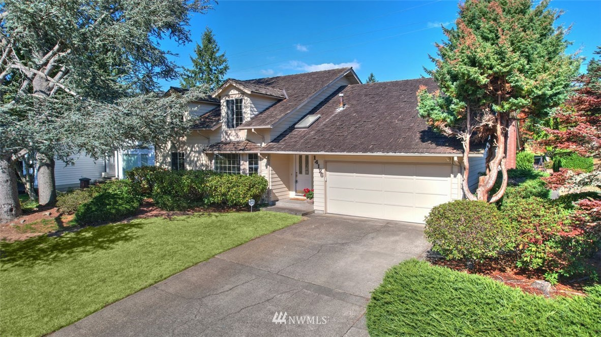 Welcome to Fairwood Greens & this wonderful 5 bed, 3 bath home on the 8th fairway! Popular floorplan features large, light-filled rooms, spacious master suite & 2 guest rooms on the main floor. Kitchen, family room & master suite, enjoy spectacular views of the golf course! Entertainment sized patio & well-maintained back yard w/golf course view. Huge bonus room w/wet bar, office/studio space, 3/4 bath & 2 guest rooms. NEW ROOF PRIOR TO CLOSING! Amenities incl 24 hr security, parks, wide streets & tranquil setting. Mbrshps available @ Fairwood Golf & Country Club w/stunning 18-hole golf course, pool, fitness room, club house & restaurant. Ideal commuter location w/easy access to freeways, airport, major retail, dining & business hubs.