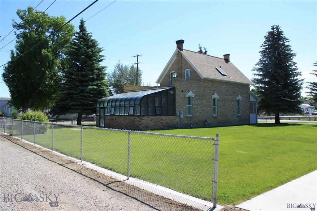 305 S Railroad